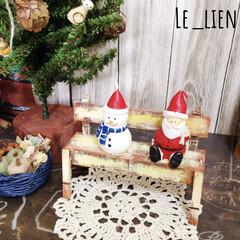 クリスマス雑貨/ミニチュア雑貨/ミニベンチ/フォロー大歓迎/100均/ダイソー/... 夫の作ったミニベンチに座っているのは、2…