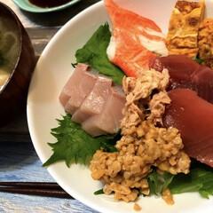マグロ/ぶり/夕飯/お刺身/海鮮丼 今夜は久しぶりの海鮮丼。と言っても、お刺…