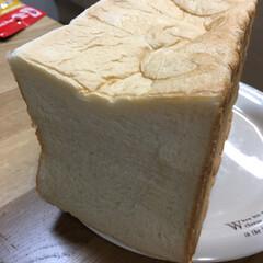 高級生食パン 昨日の乃が美のパン🍞朝は切って焼いて食べ…