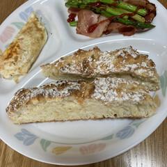 朝食/簡単なパン作り 今朝の朝食🍽 かなり簡単に作れるパンを焼…(1枚目)