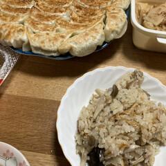 きのこの炊き込み/餃子 今日の晩ご飯、餃子🥟作りました。 なんか…