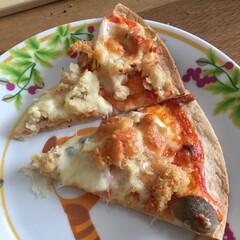 ピザ 簡単にピザ、中味は残っていたコロッケちぎ…(1枚目)