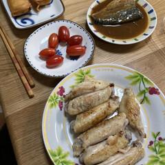 手抜き料理/晩ご飯 今日の晩ご飯、焼くだけの手羽先、揚げるだ…