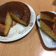 手作りお菓子 何日か前に焼いた丸いカステラ、ちょっとキ…