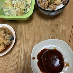 好きじゃない/ハンバーグ/焼き鳥丼/晩ご飯 晩ご飯、ハンバーグに焼き鳥丼風 ポテサラ…(1枚目)