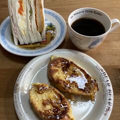 フレンチトースト/朝食/コーヒー/コーヒー豆 今朝の朝食です。 旦那さんが豆をひいて淹…