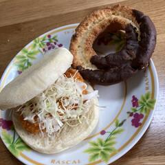 朝食/チョコファッション/ミスド/自前海老カツバーガー 今朝の朝食 海老カツバーガーとミスドのチ…(1枚目)