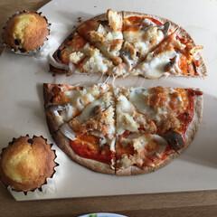 ピザ 簡単にピザ、中味は残っていたコロッケちぎ…(2枚目)