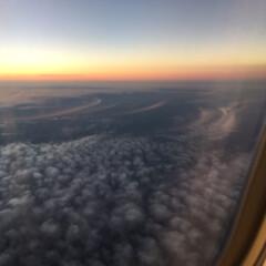 旅行 帰りの飛行機の中から夕方です。