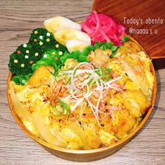 鶏肉料理/親子丼/丼弁当/ボリューム満点/わっぱ弁当/のっけ弁/... 寝坊したので丼弁当➰➰  ◾親子丼 ◾…