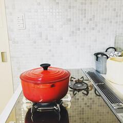ル・クルーゼ ココットロンド 20cm チェリーレッド | Le Creuset(両手鍋)を使ったクチコミ「料理が苦手なので、少しでも美味しく見せよ…」(1枚目)
