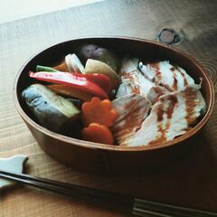 肉料理/蒸し野菜/野菜たっぷり/満腹/ヘルシー/健康第一/... . . . 今日の曲げわっぱ弁 . ゆる…