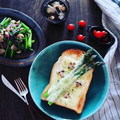 ヘルシーレシピ/野菜たっぷり/朝時間/朝ごはん/朝ごパン/食パン/... . 昨日パープルアスパラをスーパーでge…