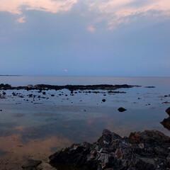 夕景/奇岩/岡崎海岸/深浦/五能線/青森/... 五能線の深浦温泉の旅館から近くの岡崎海岸…