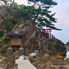神社/奇岩/弁天島/深浦/五能線/青森/... 深浦温泉の旅行から近くの弁天島へ 奇岩の…