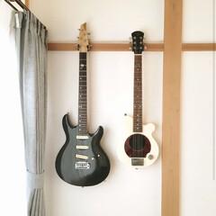 吊るす収納/掛ける収納/ギターハンガー/ギター/ダブルフック/収納/... 100均のフックが、ギターハンガーに大変…