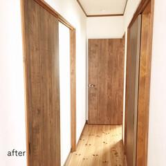 リメイクシート/リメイク/木目調壁紙/木目調/壁紙/ドアリメイク/... 2階のドアすべてをリメイクしました。 1…