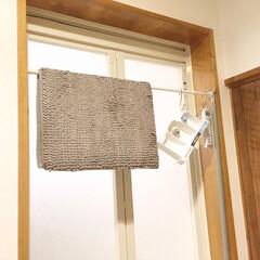 糸くずフィルター/乾かす/お風呂/吊り下げ/つっぱり棒/バスマット/... お風呂の入り口につっぱり棒を付けて、 ・…