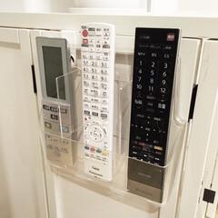 リモコン置き場/リモコン入れ/リモコンスタンド/リモコン収納/リモコン/ダイソー/... 以前、カタログスタンドを使って作った リ…