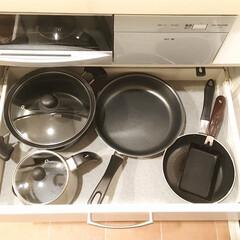 鍋収納/スペース利用/フライパン収納/収納/キッチン収納/暮らし フライパンはIH下の引き出しに収納してい…