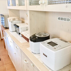 ホワイト家電/ホームベーカリー/トースター/炊飯器/精米機/カップボード/... キッチン家電はなるべく白で統一。 精米機…