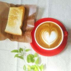 ラテアート/家庭用エスプレッソマシン/本多食パン/おうちカフェ/朝食 本多 熟成純生食パン🍞を頂いたので朝食に…