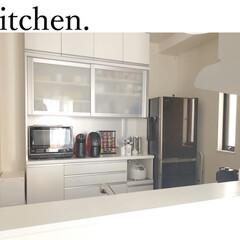 東芝 過熱水蒸気オーブンレンジ 石窯ドーム ER-TD3000-W 30L グランホワイト(電子レンジ)を使ったクチコミ「我が家のキッチン、カップボードの写真です…」