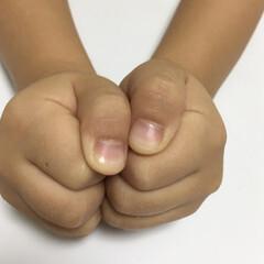 昔の遊び/遊び/懐かし/暮らし/節約/なつかしい みんなで指を出して数を合わせる親指ゲーム…