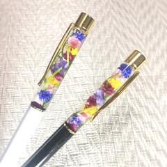 オシャレアイテム/花のある暮らし/花のある生活/ハーバリウムボールペン/ハーバリウム/ボールペン/... ハーバリウムボールペン 色鮮やかで手元も…