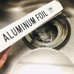 アルミホイル/生活の知恵/掃除/簡単/ラク家事/家事アイデア 排水口には丸めたアルミホイルを入れてます…
