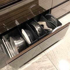 富士ホーロー 両手鍋 天ぷら鍋 24cm 温度計付 2.8L TP-24・BK | 富士ホーロー(その他キッチン、日用品、文具)を使ったクチコミ「IH下のフライパン収納  黒いソフトな素…」