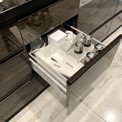 山崎実業 tower マグネットラップホルダー   山崎実業(ラップ、ペーパータオルホルダー)を使ったクチコミ「キッチンの収納  サランラップはいつでも…」