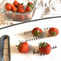 おやつ時間/美味しい/おやつ作り/おやつ/簡単レシピ/いちご飴/... 材料3つでいちご飴を作りました🙆♀️ …