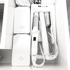 SALONIA サロニア ストレートアイロン プロ仕様230°C 海外対応 ホワイト プレート15mm(ヘアアイロン)を使ったクチコミ「洗面台下の収納  洗面所の収納は白で統一…」