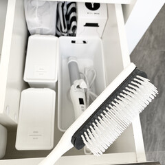 SALONIA サロニア セラミック カール ヘアアイロン SL-008AB(ヘアアイロン)を使ったクチコミ「洗面台下のヘア系のアイテムや収納は 清潔…」(1枚目)