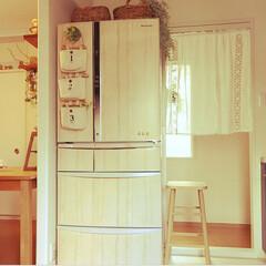 100均リメイク/冷蔵庫リメイク/リメイクシート/ナチュラルインテリア/カフェ風インテリア/インテリア/... 元々はPanasonicのシルバーの冷蔵…