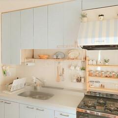 100均収納/ナチュラル/キッチン/DIY/壁紙/インテリア/... キッチンの壁紙を全部貼り終えましたꕤ 元…