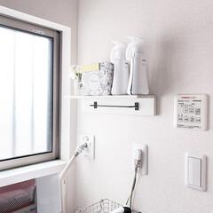 アタック ZERO ワンハンド 本体 400g | 花王(液体洗剤)を使ったクチコミ「洗面所に棚を付けました。 棚にはセリアの…」(1枚目)