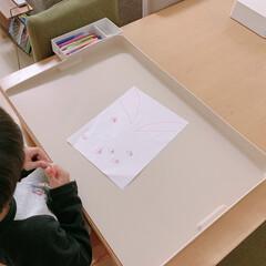工作/お絵描き/子どものいる暮らし/リビング学習/リビングダイニング/暮らし 家でのお絵描きや工作をする時は、リビング…