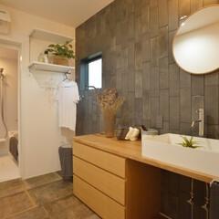 洗面/洗面スペース/洗面台/タイル/水周り/壁タイル/... 洗面スペースの壁を一面タイル張り。アクセ…