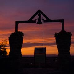 恋人の聖地/おでかけ 真っ赤に焼けた夕焼けが鐘とマッチしてまし…