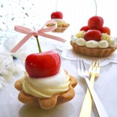 おやつ/手作りおやつ/チーズカスタード/カスタードクリーム/さくらんぼ/ミニタルト/... ミニサイズのさくらんぼタルトです♡ チー…