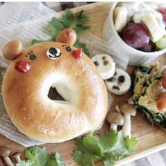 ベーグル/パン/ワンプレートごはん/お昼ごはん/ワンプレート/ランチプレート/... ベーグルでこぐまちゃんを作ってみました😊…