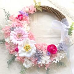 ウェディング/結婚式/お祝い/ギフト/インテリア雑貨/ウェディングブーケ/... 本日のリースブーケ💐 ピンクのカラフルな…