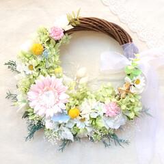 花/結婚式/リース/ギフト/お祝い/ウェディングブーケ/... . .*・ 先日製作したリースブーケ。 …