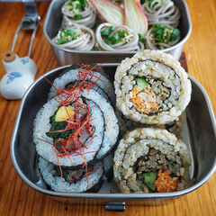 和弁/はじめてフォト投稿/お弁当/LIMIAごはんクラブ/おうちごはんクラブ 2種類の太巻きと蕎麦弁当  △玄米と野菜…