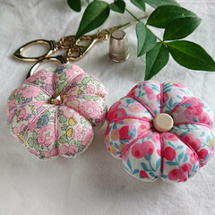 羊毛ピンクッション/羊毛/リバティプリント/リバティ/手縫い/手仕事/... 我が家産トマトと、我が家産ピンクッション…(3枚目)