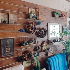 インテリ雑貨/雑貨好き/インテリ/板壁/フォロー大歓迎/雑貨/... リビングの壁に板を取り付けました。 最初…