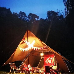 キャンプコーデ/チャムス/スノーピーク/照明/ライト/ランタン/... 暖色ランタン🕯️ . やっぱりキャンプの…