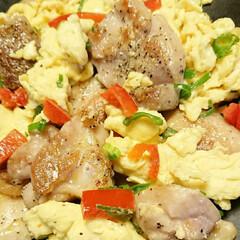鶏肉/卵料理/晩ごはん/創作料理/手料理/居酒屋メニュー/... 【🐥鶏肉のふんわり卵炒め🐥】  胡椒たっ…